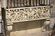 Fonte_battesimale,_ricavato_da_un_sarcofago_del_II-III_secolo,_Pieve_di_Camaiore