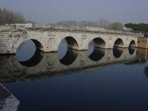 Rimini_-_Ponte_romano_-_Foto_Giovanni_Dall'Orto,_aprile_2004_01