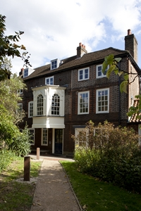 cd_hogarth_house-200
