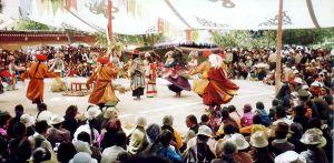 600px-dancing_at_sho_dun_festival_norbulingka